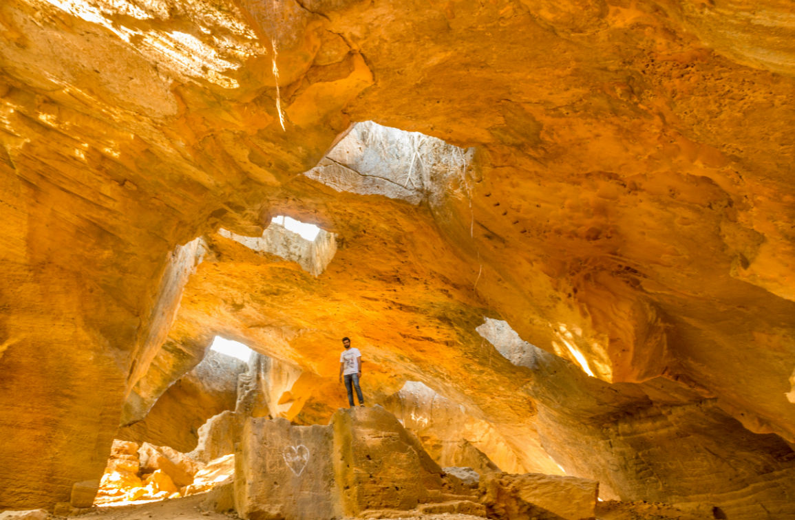 Exuberant Naida caves